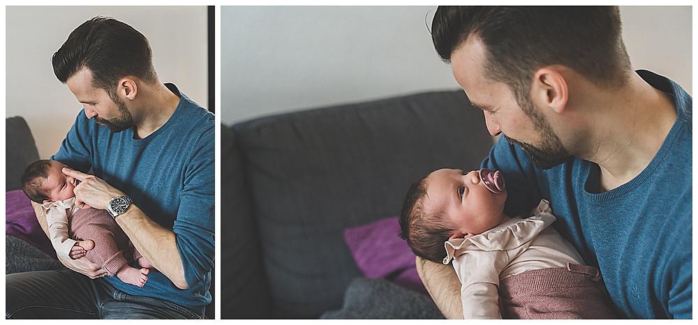 Papa kuschelt beim Babyhomereportage mit Baby