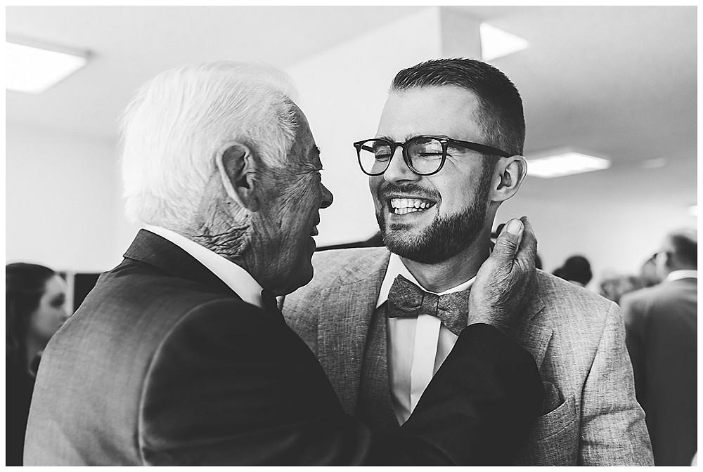Opa und Bräutigam
