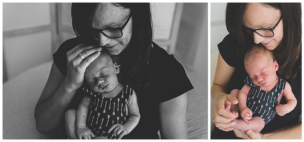 Mama und Neugeborenes beim Fotografen