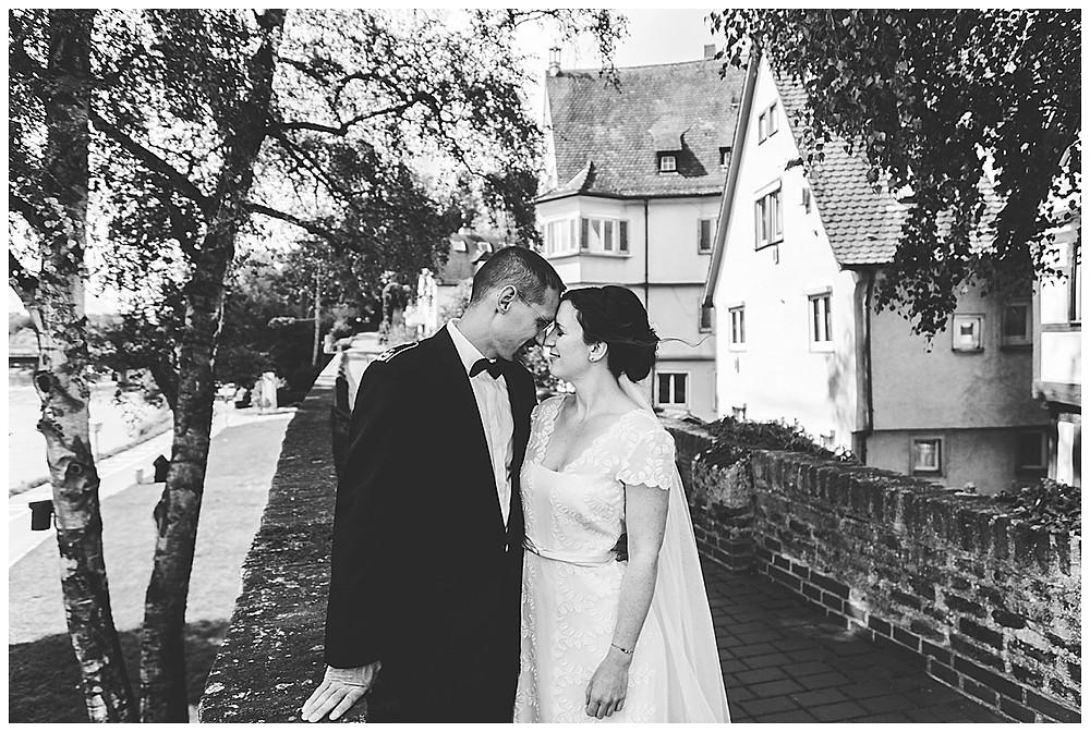 Brautpaar in Ulm Stirn an Stirn