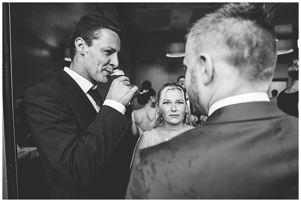 Hochzeitsfotograf Heidenheim  Gäste Sektempfang