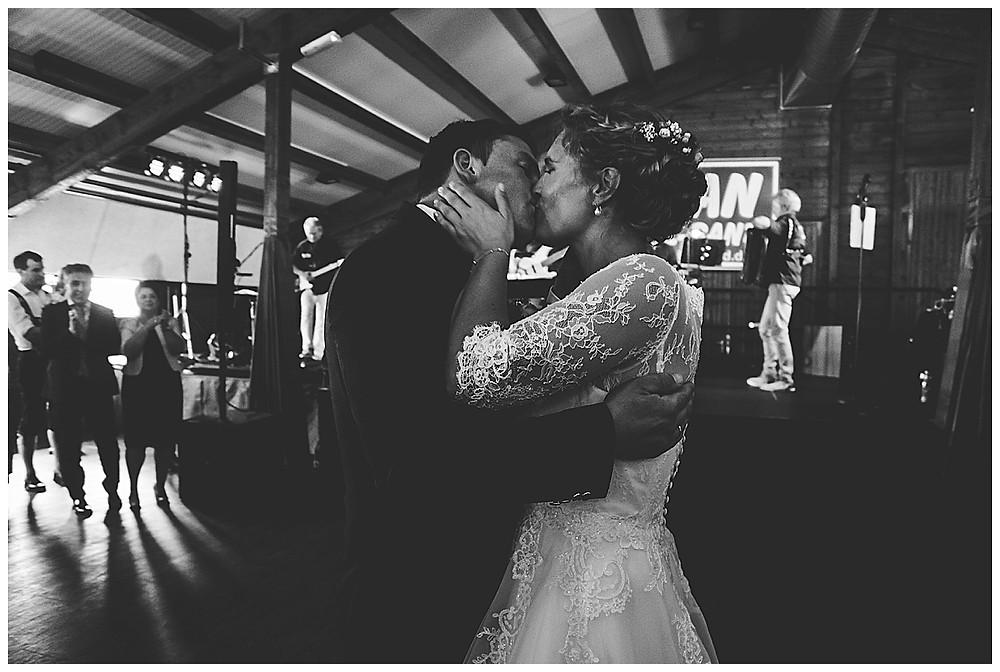 Brauttanz  mit Kuss