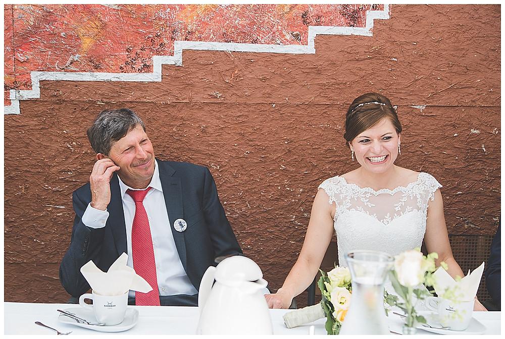 Papa und Tochter bei Hochzeit