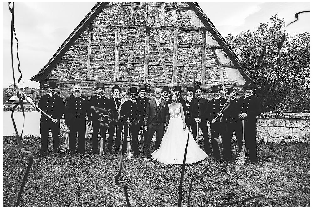 Kirche Scharenstetten Hochzeit Gruppenbild Schornsteinfeger