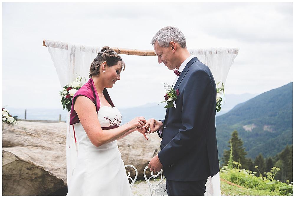 Ringwechsel Hochzeit in den bergen