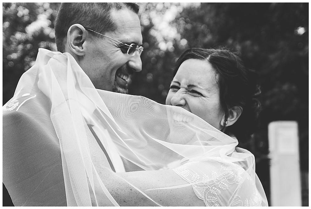 wehender Schleier Brautpaar