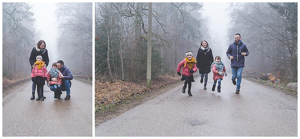 familie spielt wettrennen im Nebel