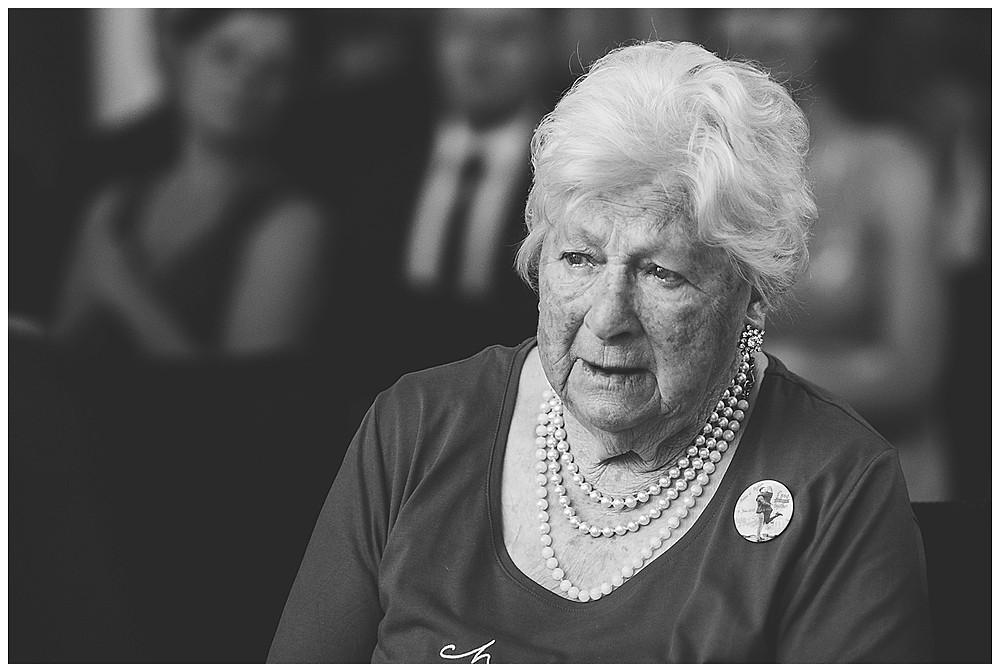Oma bei Trauung gerührt Peiting Standesamt Allgäu