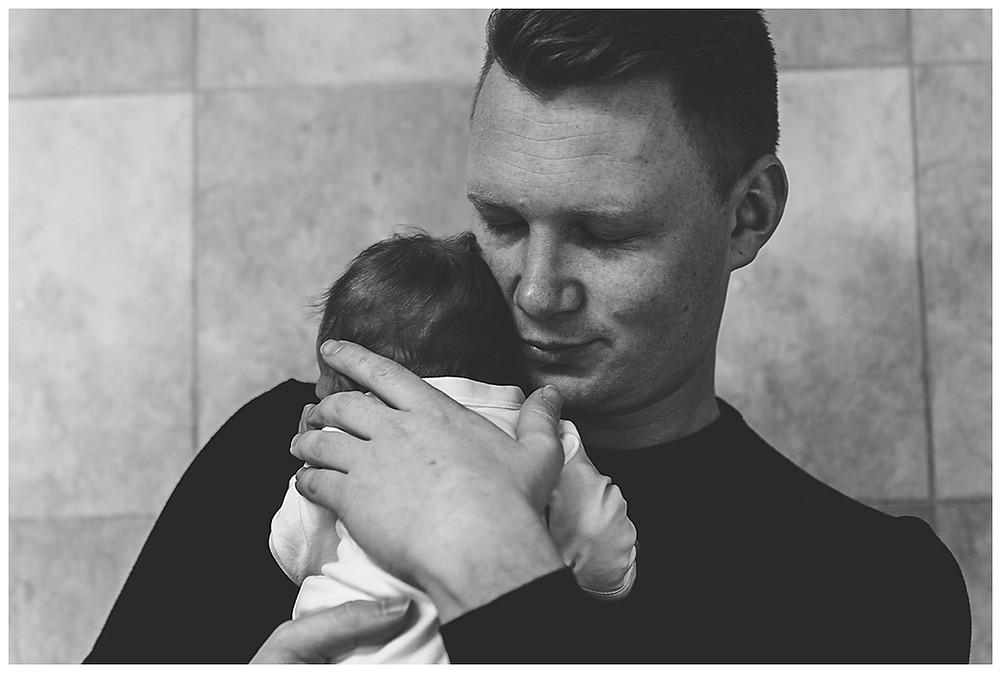 Papa und Tochter im Fotostudio