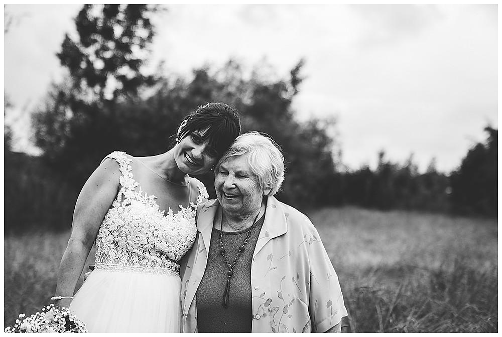 Braut und Oma
