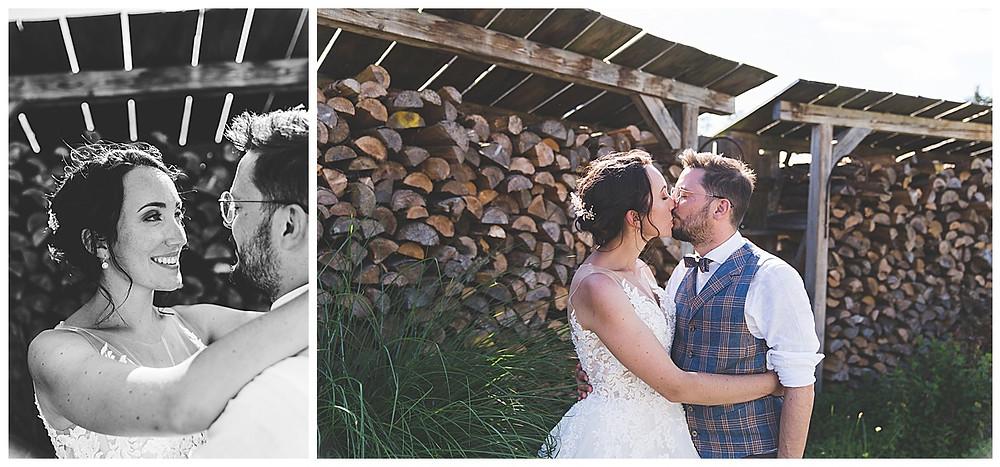 Braut und Bräutigam küssen sich bei Fotoshooting