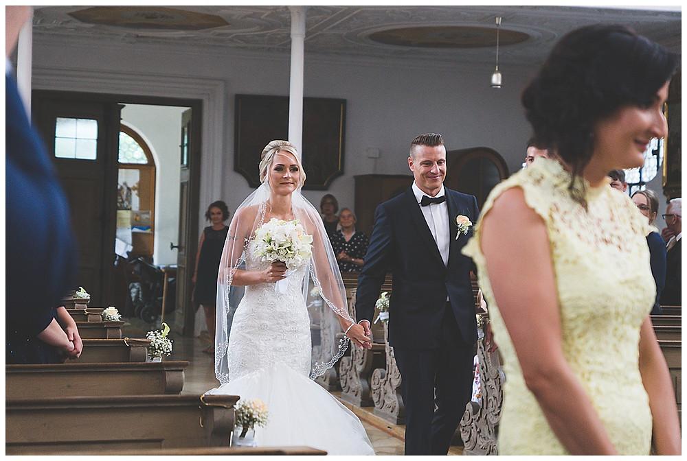 Einzug Kirche Brautpaar