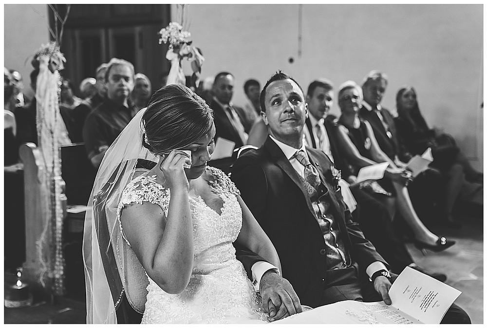 kirchliche Hochzeit Kirche Hürben  Braut weint