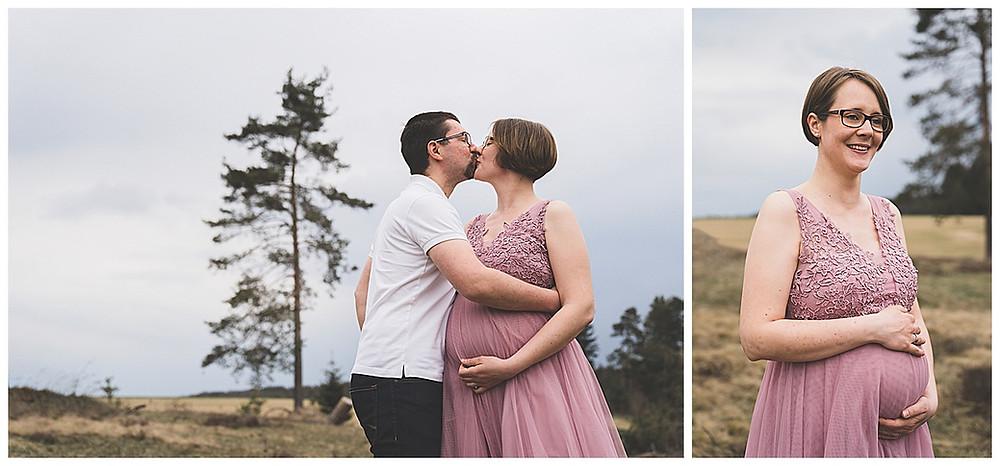 Schwangere Frau küsst Mann Babybauchshooting
