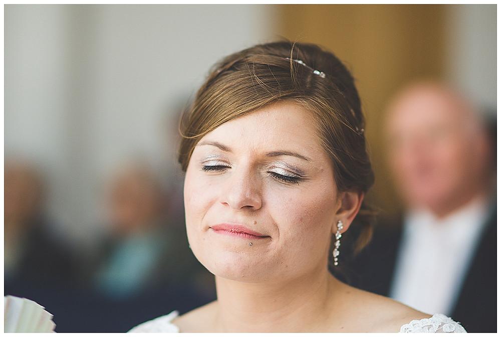 Braut bei Trauung im Standesamt Allgäu