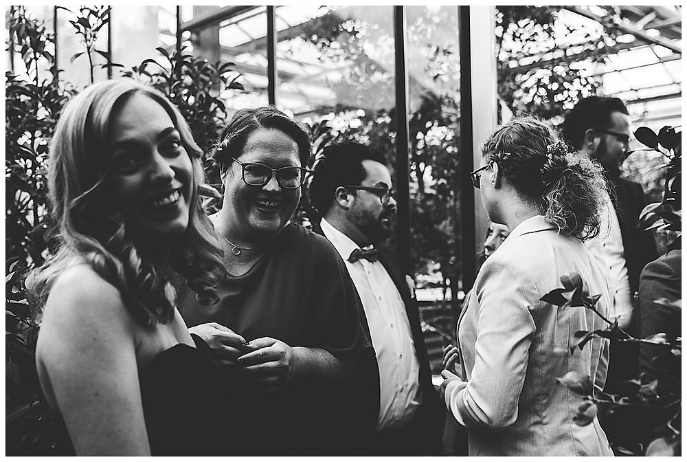 Gäste auf Hochzeit