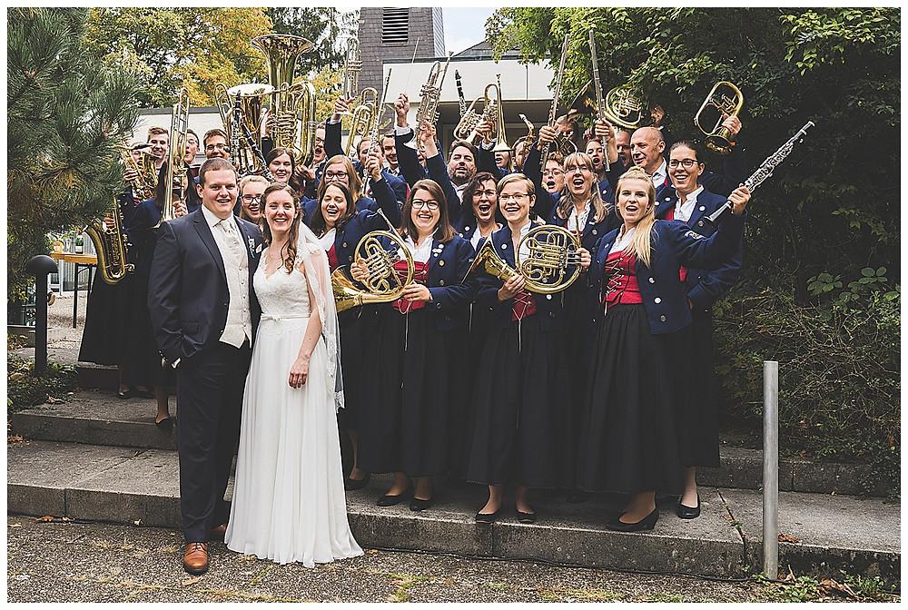 Brautpaar und Blasmusikgruppe Biberach