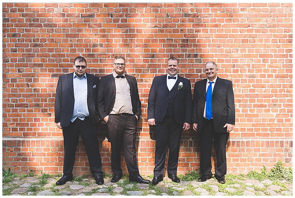 Bräutigam und Brüder