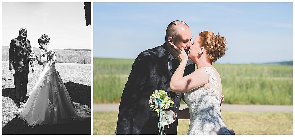 First Look vor Hütte Hochzeitsfotograf Ulm  weinende Braut