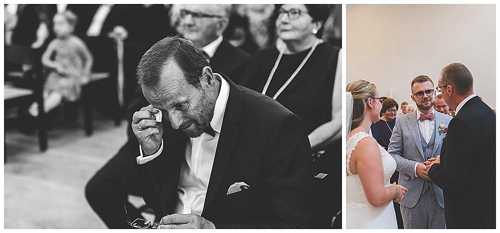 Brautpapa weint im Hochzeitsgottesdienst