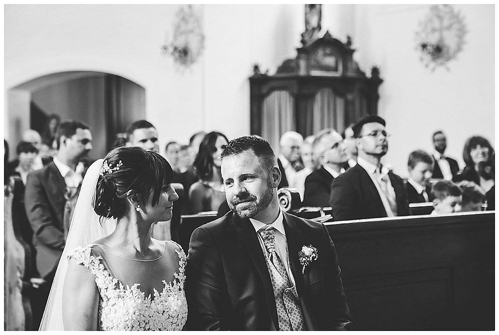 Hochzeitsfotograf Heidenheim  Brautpaar in Kirche