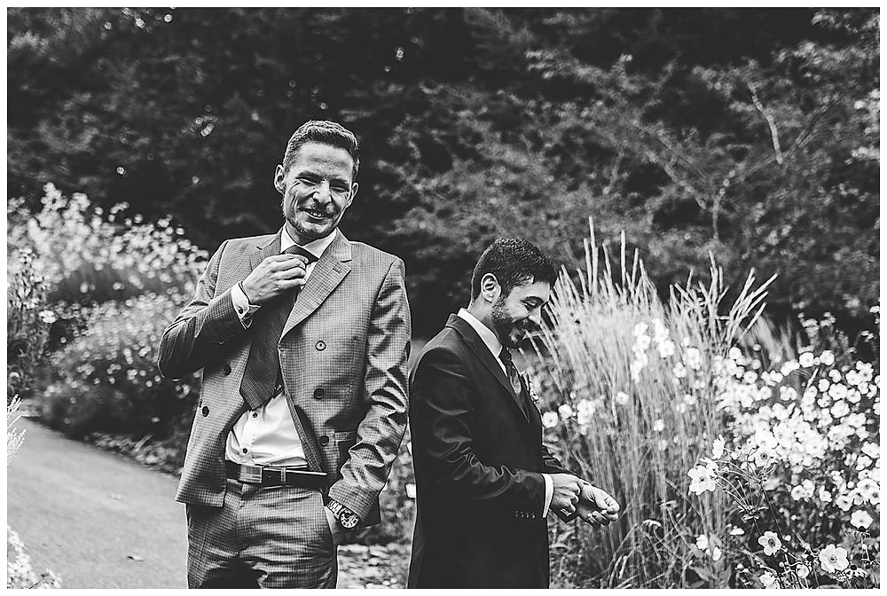 Hochzeitsfotograf Ulm  Bräutigam und Trauzeuge