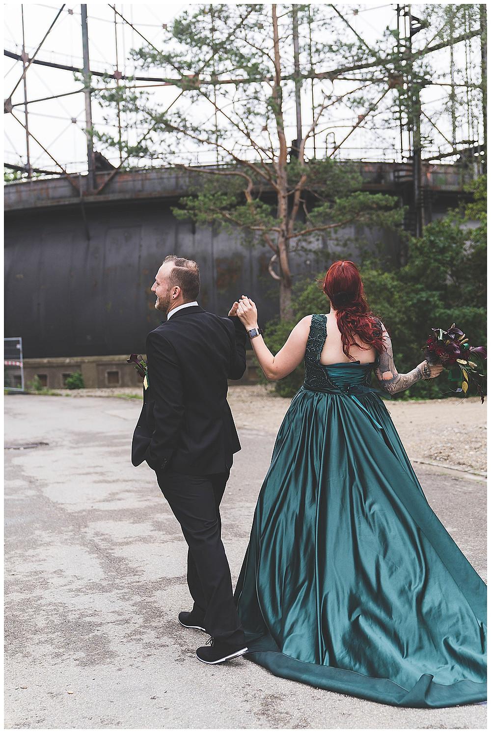 Brautpaar läuft weg