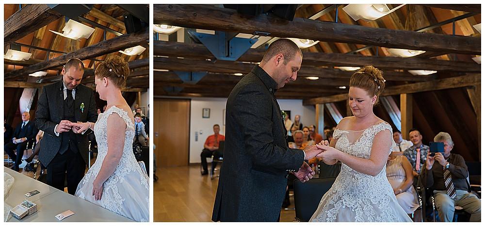 Hochzeitsfotograf Ulm heiraten im Standesamt Langenau Ringwechsel