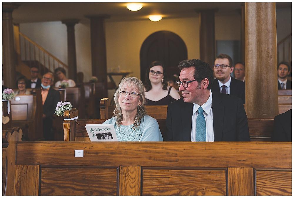 Brauteltern in Kirche