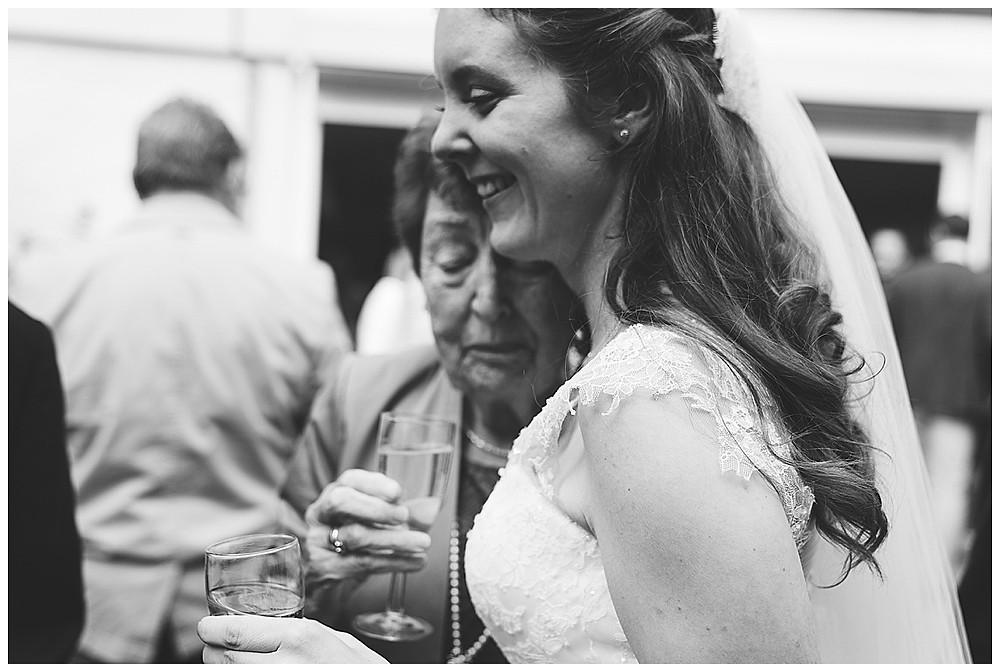 Hochzeitsfotograf Biberach Oma und Braut