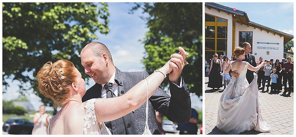 Bernstadt Bären heiraten tanzendes Brautpaar