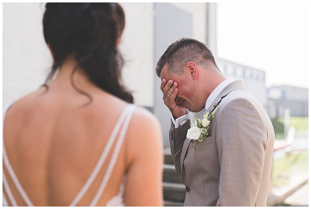 Bräutigam weint Hochzeitsfotograf Heidenheim