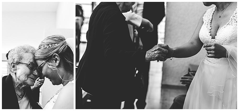 Braut und ihre Oma weinen