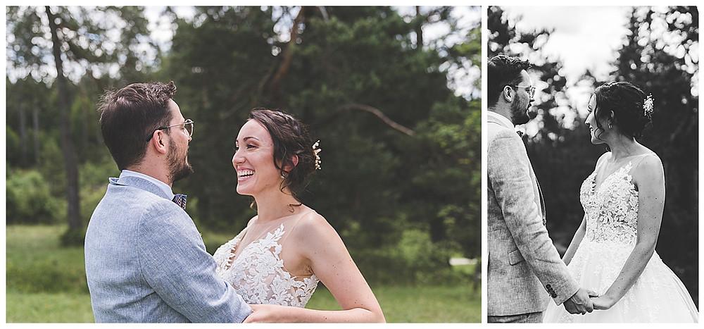 Braut und Bräutigam beim Bilder machen im Wental