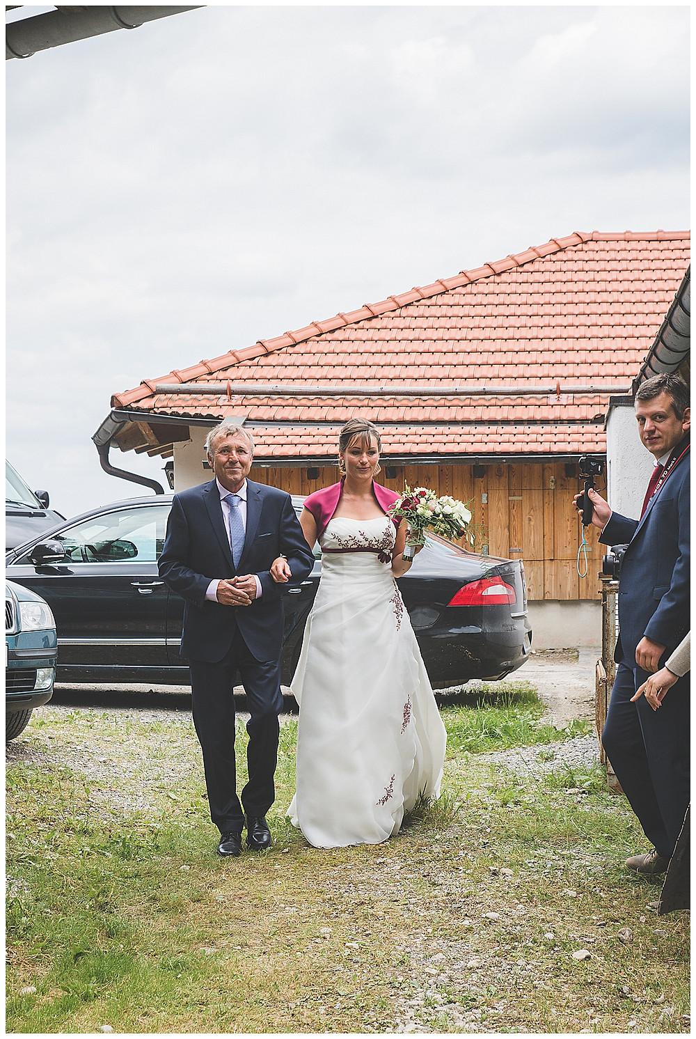 Braut und Papa kommt