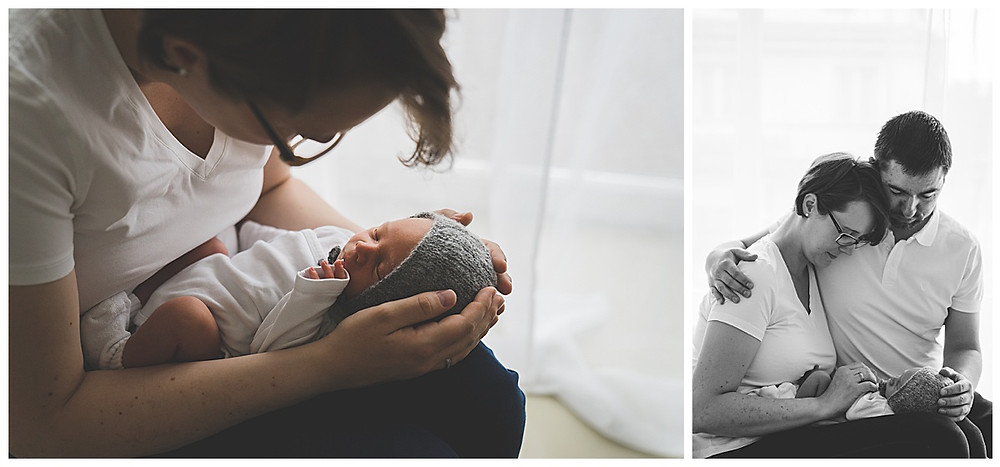 Mama und Papa mit Sohn beim Babyfotografen