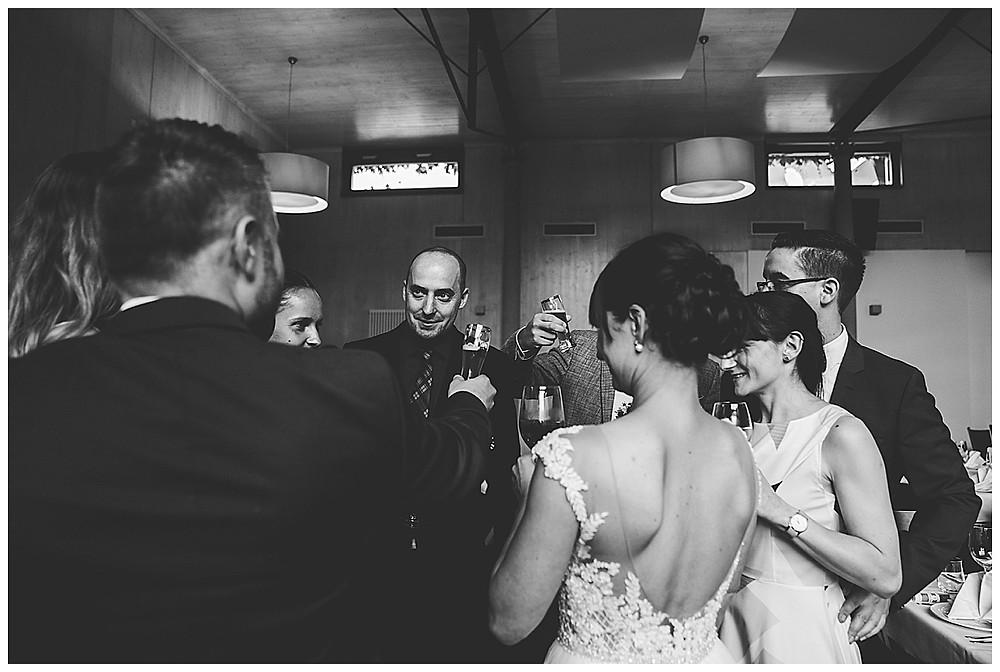 Sektempfang mit den Hochzeitsgästen