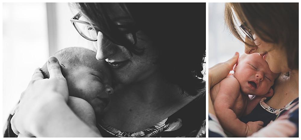mama und baby bei babyshooting im Fotostudio