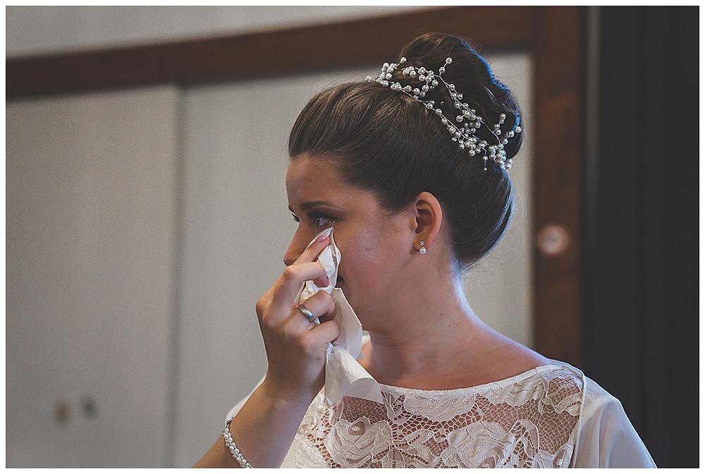 Braut weint im Standesamt Giengen