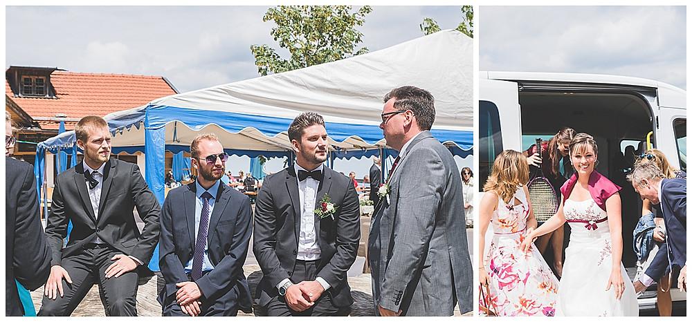 Bräutigam redet mit Gästen Alm Hochzeit