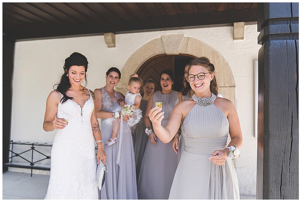 Schnaps vor der kirchliche Hochzeit in Bolheim Hochzeitsfotograf Heidenheim