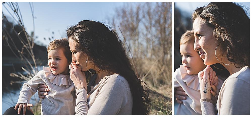 Mama und Tochter kuscheln im Eselsburger Tal am Wasser