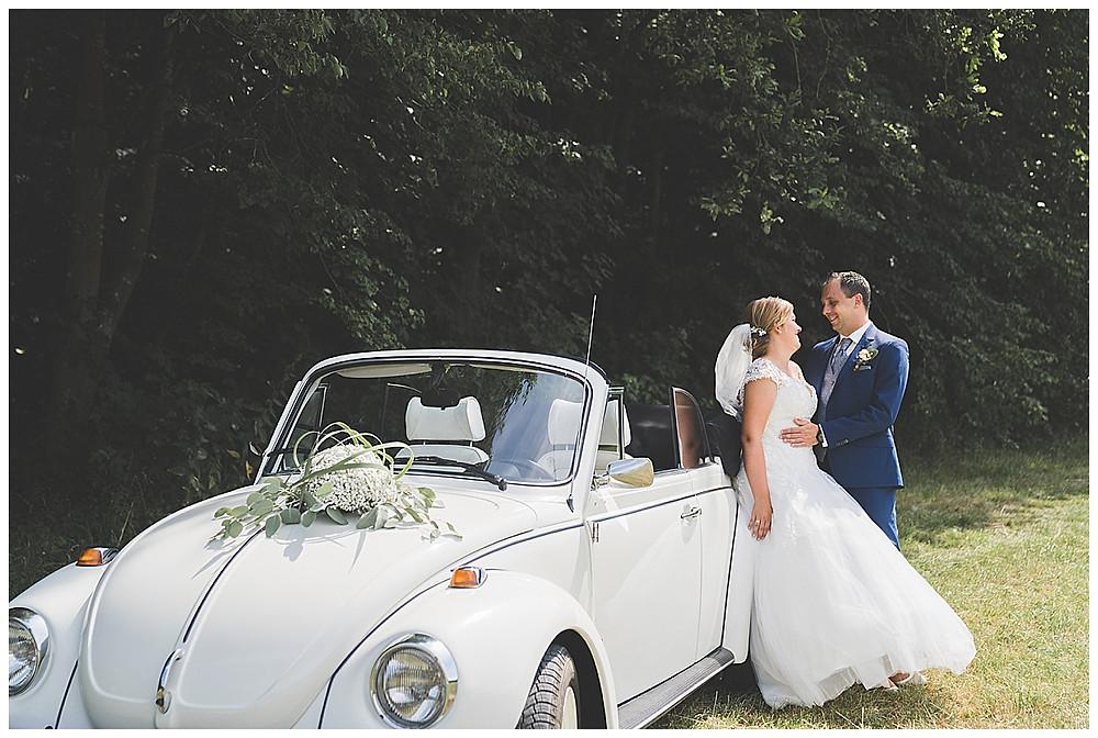 Brautpaarfotos mit VW Käfer