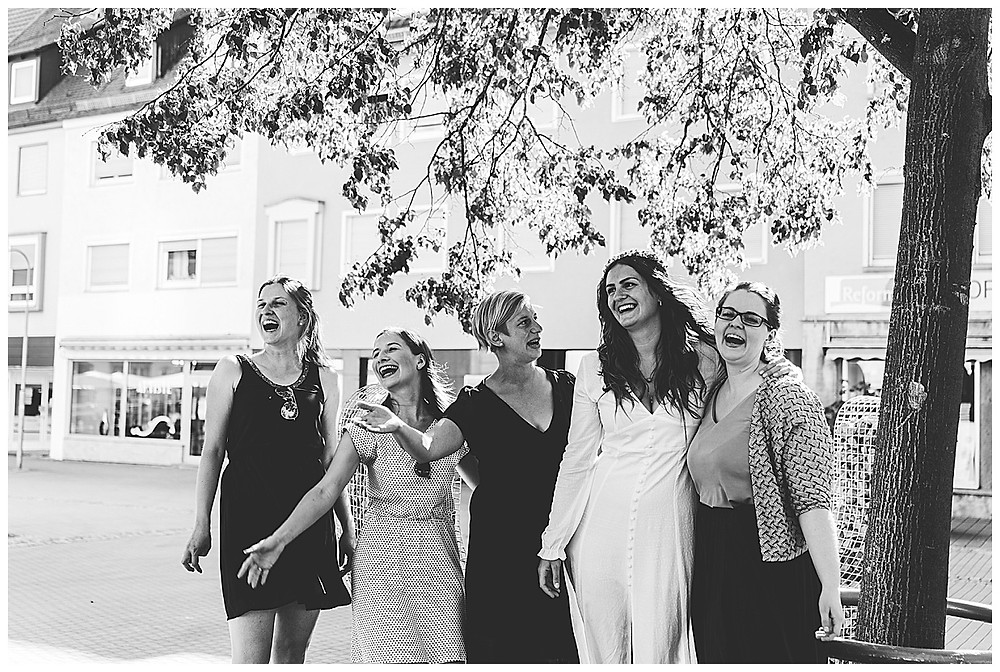 Braut und ihre Mädels