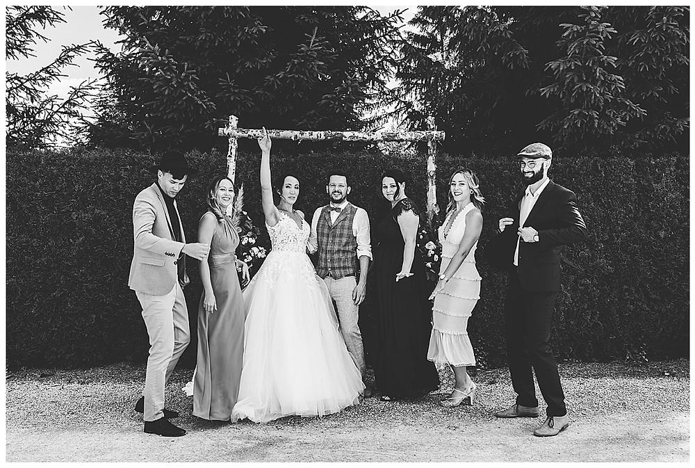 Gruppenbilder mit Freunden auf Hochzeit