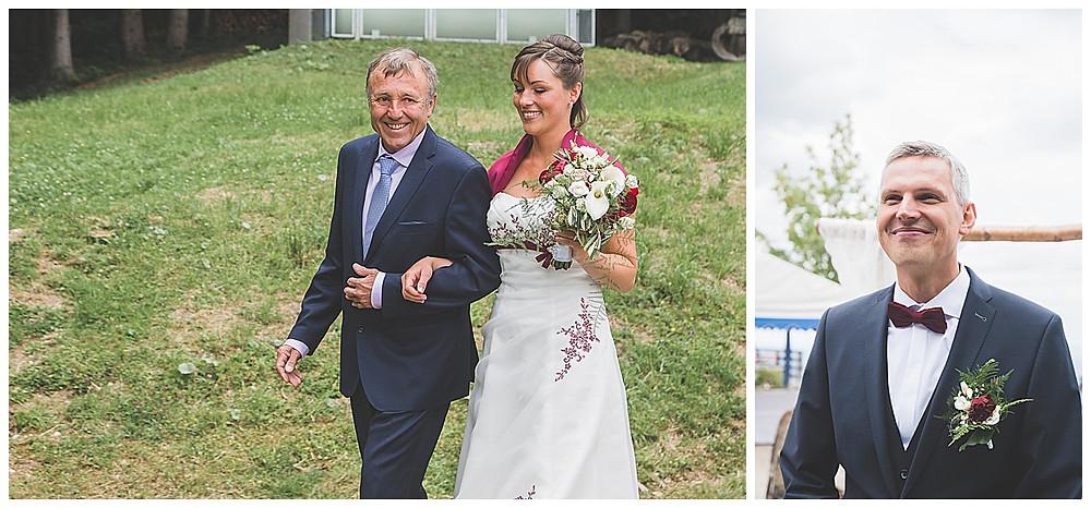 Braut kommt mit Papa auf der Alm
