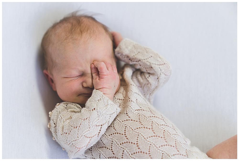 schlafendes Baby im Fotostudio
