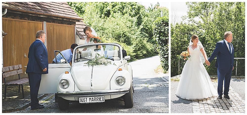 Brautvater und Braut vor Kirche in Hürben