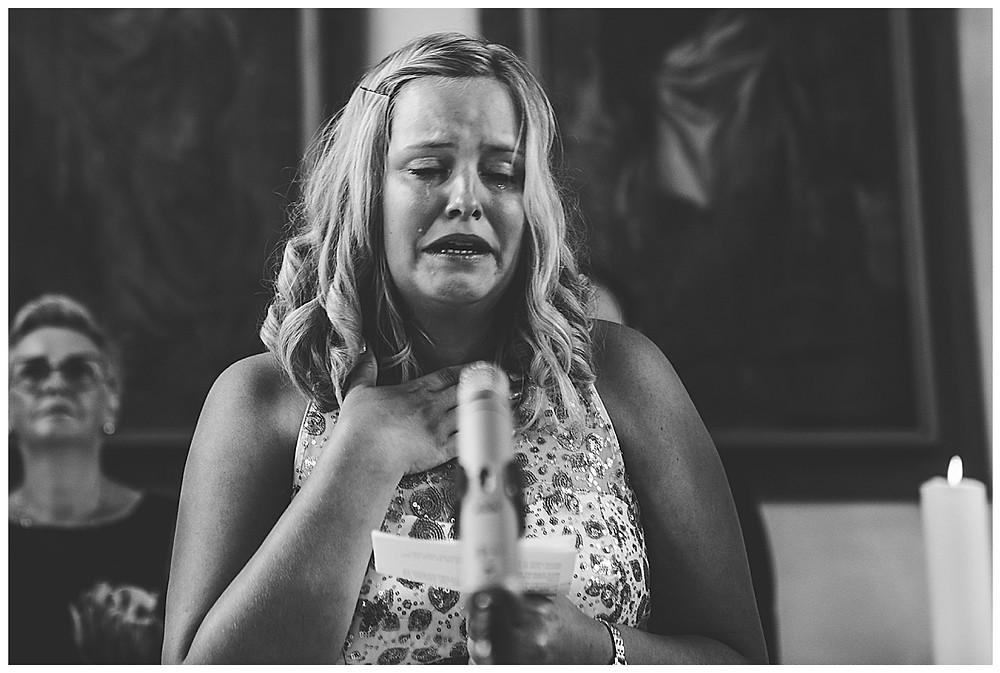 kirchliche Hochzeit Kirche Hürben  Brautschwester weint hält rede