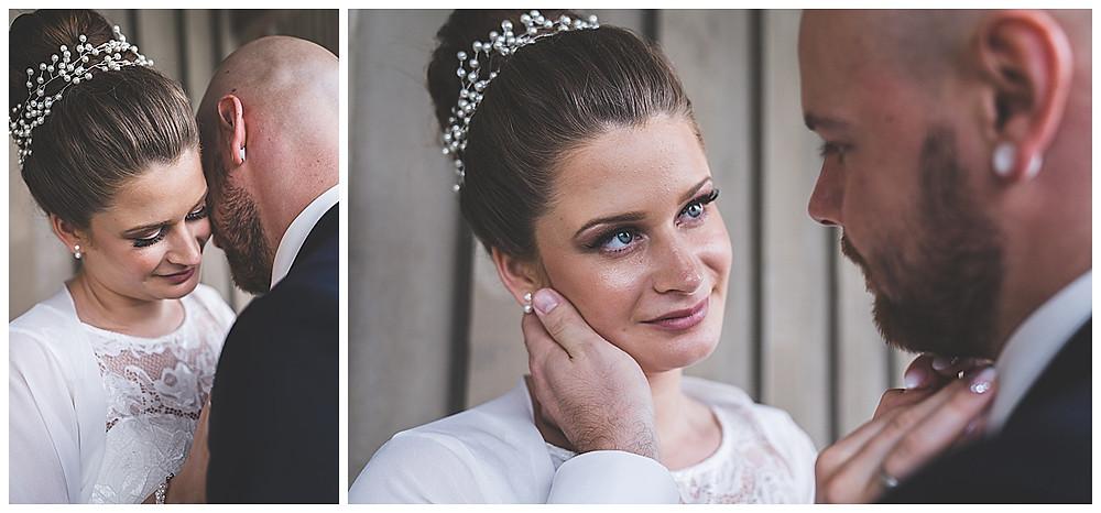 Bräutigam streichelt Braut über die Wange